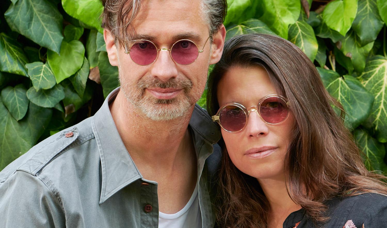 Savile Row und Alf – Model Andreas und Steffi – goldene, runde Brille und champagnerfarbige runde Acetat Brille - KITSCHENBERG Brillen