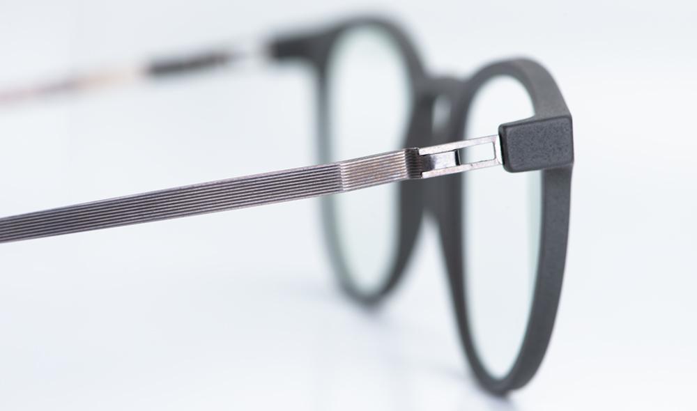 Mykita Mylon – Detail eines Edelstahlbügels an einer 3D-gedruckten Brille - KITSCHENBERG Brillen