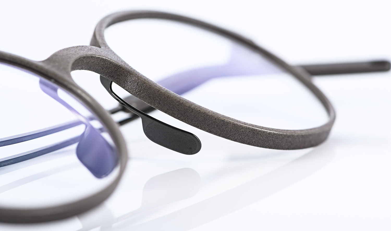 Klenze & Baum – graue 3D gedruckte runde Brille mit Titan Bügeln - KITSCHENBERG Brillen