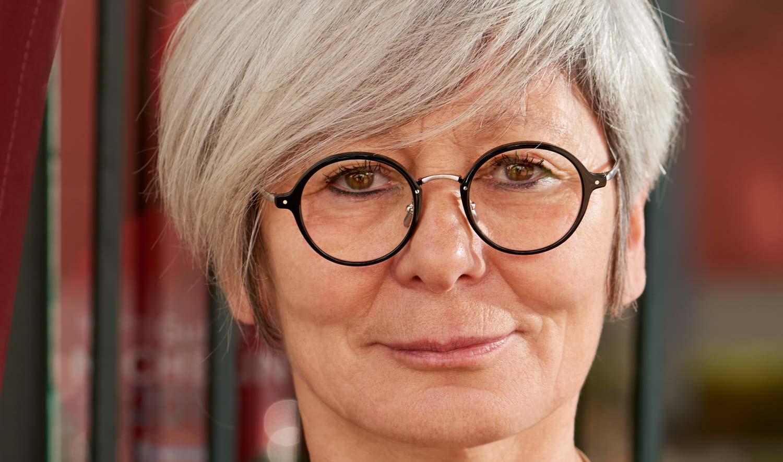 Yellows Plus – Model Lidia –schwarze runde Acetat Brille mit silbernem Titan-Steg und silbernen Bügeln - KITSCHENBERG Brillen