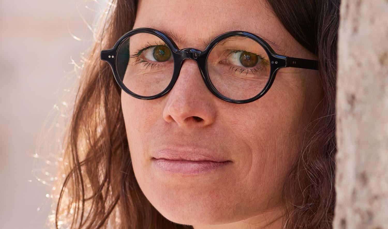 Alf – Model Steffi – schwarze runde Kunststoffbrille mit genieteten Scharnieren - KITSCHENBERG Brillen