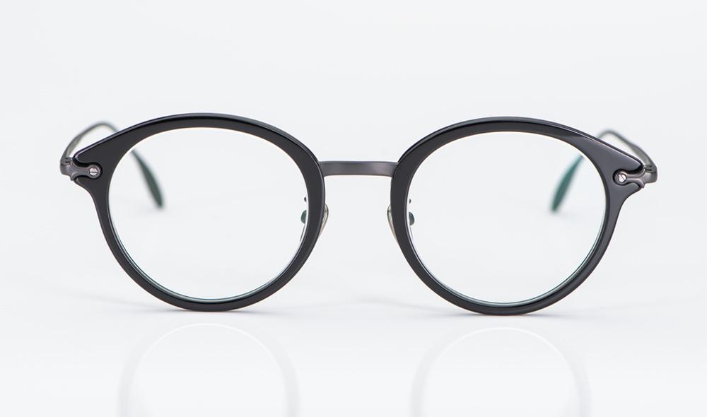 Massada – Brille aus glänzend schwarzem Kunststoff mit einem Steg und Bügeln aus anthrazitfarbigem Titan - KITSCHENBERG Brillen