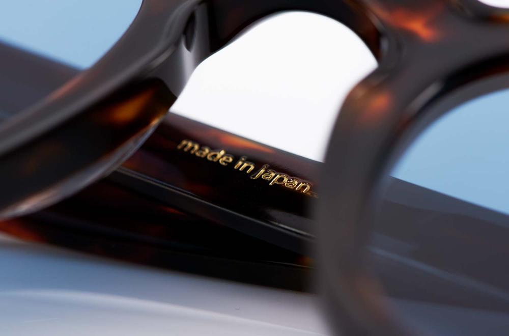 Eyevan – Kunststoff Sonnenbrille mit flat blauen Gläsern – tortiose farbiger Rahmen – nach innen gewölbt - made in Japan – KITSCHENBERG Brillen