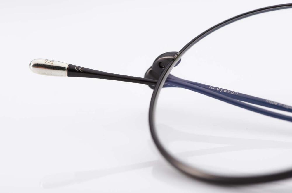 Eyevan – Made in Japan – eyevan ten – Silbernes Bügelende – runde Titanbrille - KITSCHENBERG Brillen