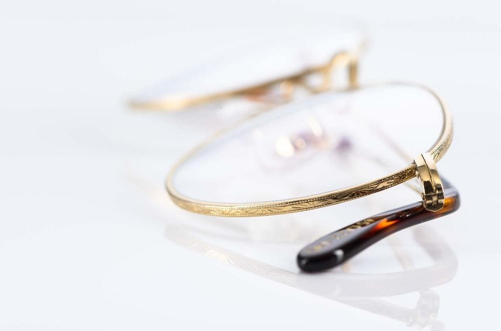 Savile Row – filigrane goldene Pantobrille mit feiner Ziselierung aus Golddouble in London produziert - KITSCHENBERG Brillen