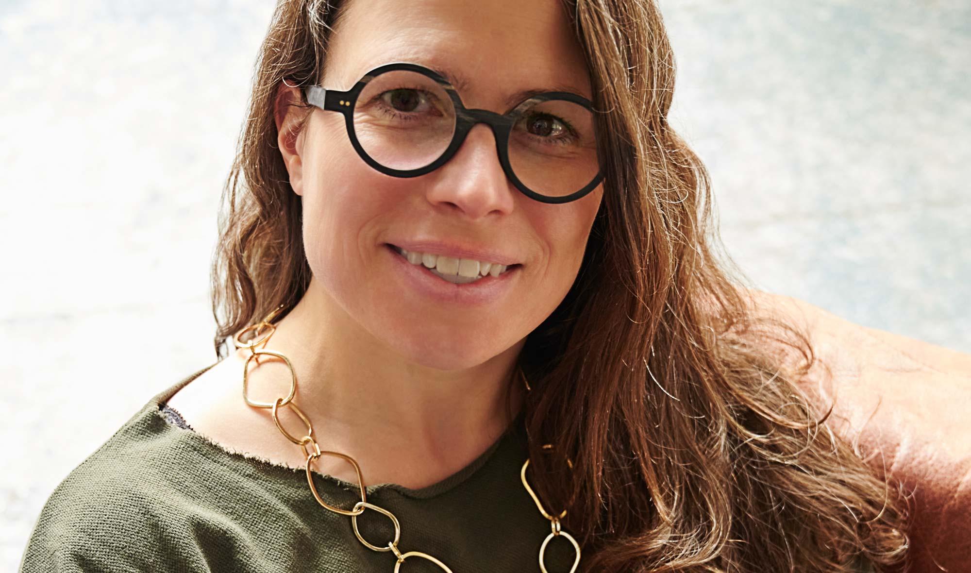 Kitschenberg Horn – echte Büffelhorn Brille – rund Vintage schwarz – typisches Muster – La Loop – Brillenkette – gold - KITSCHENBERG Brillen