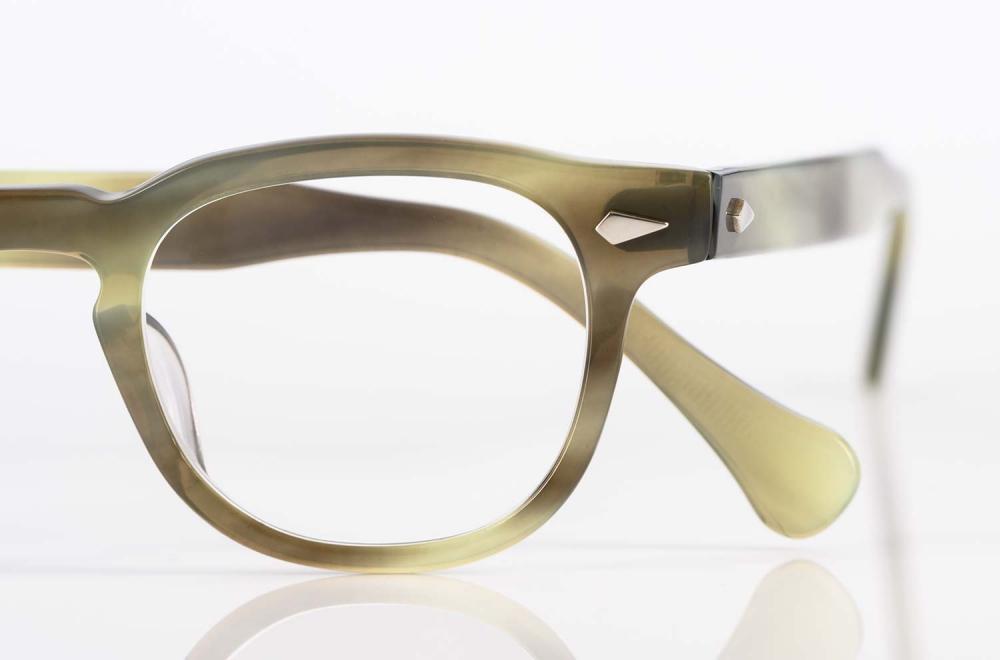TVR – True Vintage Revival – klassische Brille im Büffelhorndesign mit genieteten Scharnieren und handgefertigt in Japan - KITSCHENBERG Brillen