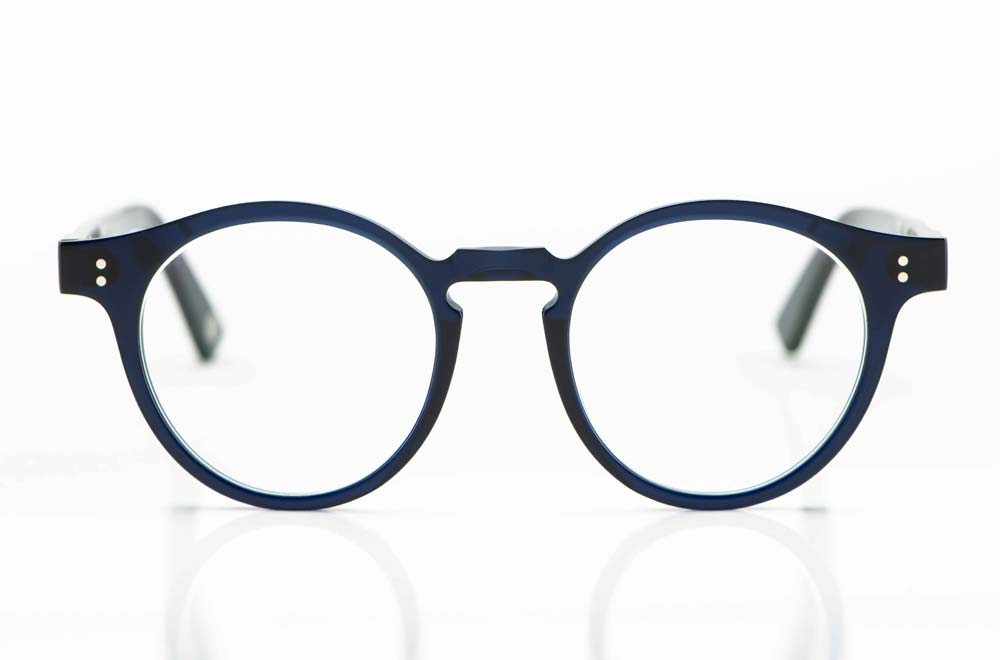 Ahlem – handgemachte Brille aus Kunststoff mit Schlüssellochsteg und Nieten in dunkelblau - KITSCHENBERG Brillen