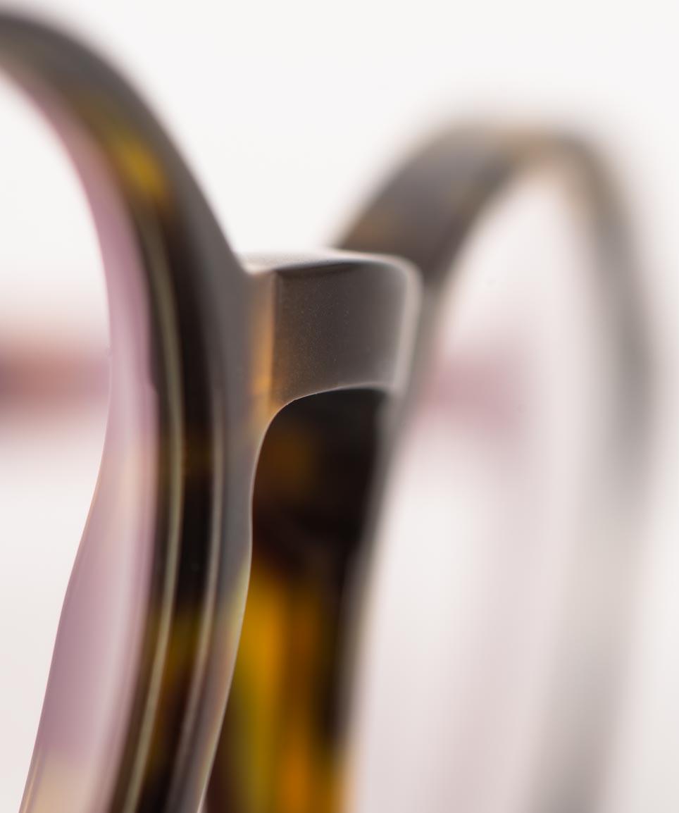 Kitschenberg Acetat – gekröpfter Steg einer braunen Acetat Panto Brille – KITSCHENBERG Brillen