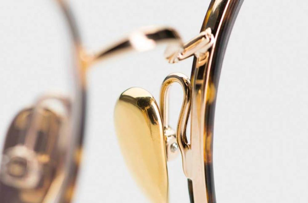 Ahlem –feine, große, runde goldfarbige Metallbrille mit innenliegenden Acetatringen in gesprenkeltem braun - KITSCHENBERG Brillen