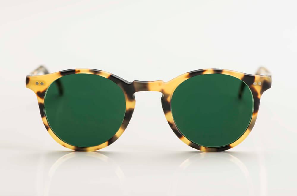 David Marc - Sonnenbrille – Panto Brille aus gelb schwarz gesprenkeltem Acetat mit grünen Gläsern - KITSCHENBERG Brillen
