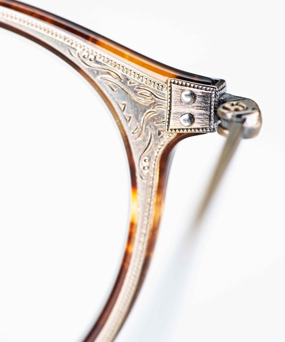 Eyevan – filigrane runde Kunststoff Brille mit einlaminierter ziselierter Metalleinlage - KITSCHENBERG Brillen