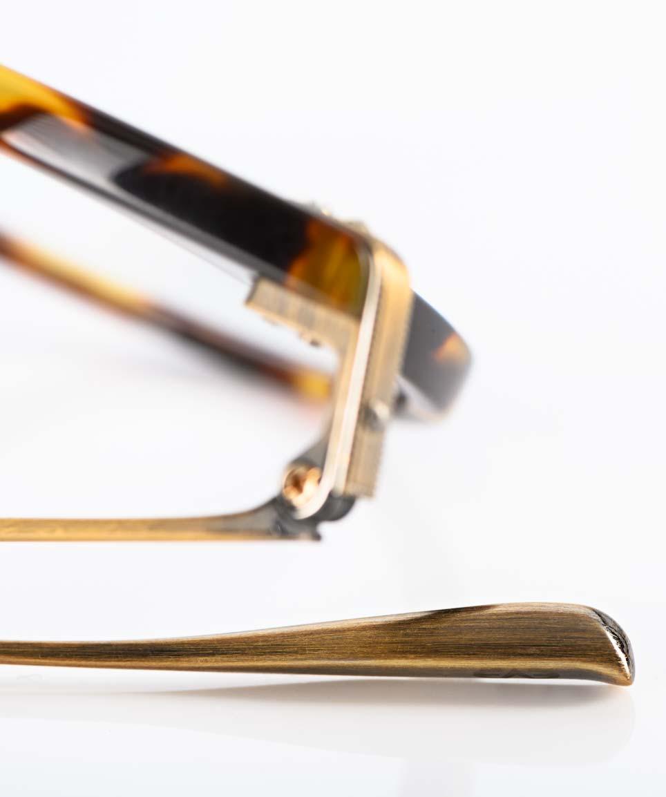 Eyevan – braune Acetat Brille mit mattem goldene Titan Bügel hergestellt in Japan - KITSCHENBERG Brillen