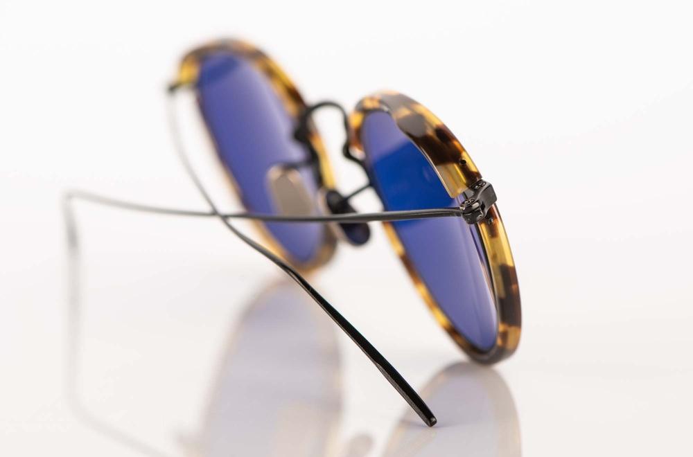 Eyevan – Sonnenbrille – filigrane schwarze Metall Panto Brille mit blauen Gläsern - KITSCHENBERG Brillen