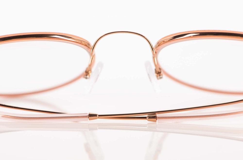 Hamburg Eyewear – rosegoldene Metallbrille mit rosefarbigen Acetat Ring – KITSCHENBERG Brillen