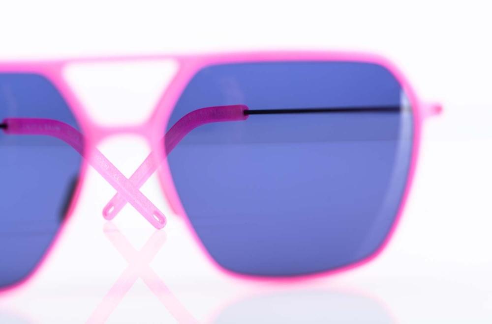 Klenze & Baum – pinke Sonnenbrille Asket mit Doppelsteg und blauen Gläsern aus dem 3D Drucker - KITSCHENBERG Brillen