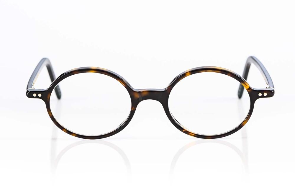 Lunor – kleine ovale Kunststoff Brille mit handgenieteten Scharnieren handgefertigt in Deutschland - KITSCHENBERG Brillen