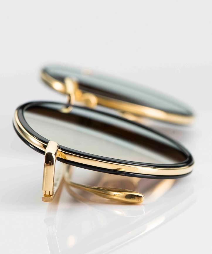 Massada - Sonnenbrille – goldene Titan Brille mit innenliegenden schwarzen Kunststoff Ringen und grauen Gläsern - KITSCHENBERG Brillen