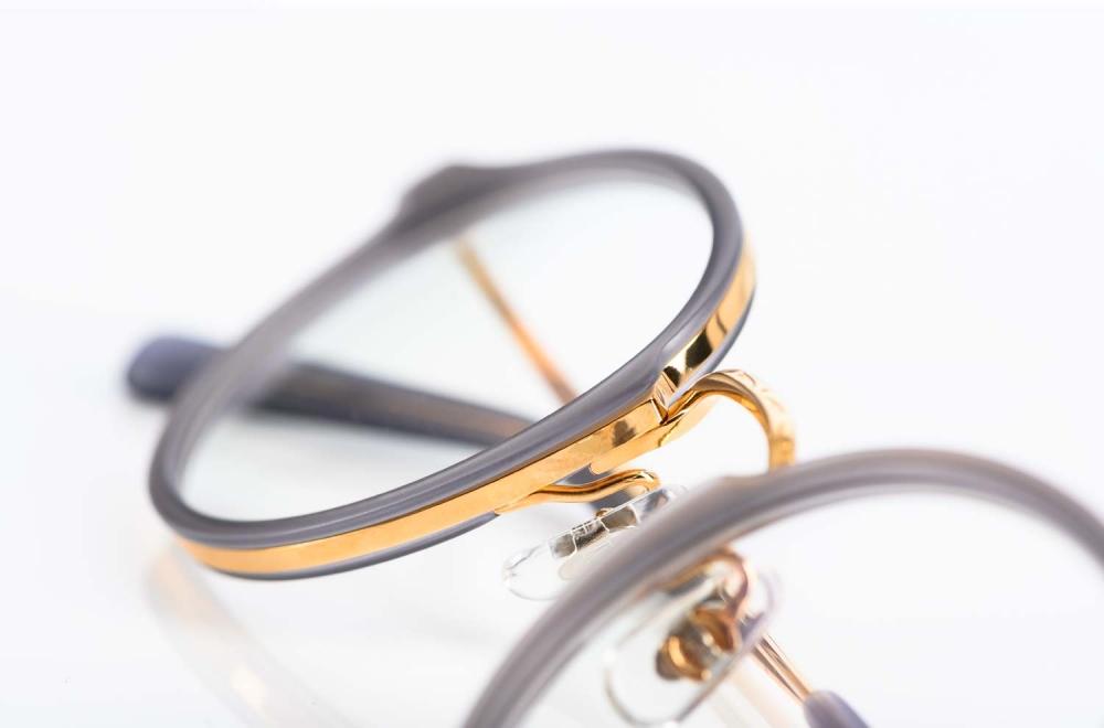 Masunaga – Metallbrille in glänzendem Gold mit Acetatring gefertigt in Japan - KITSCHENBERG Brillen