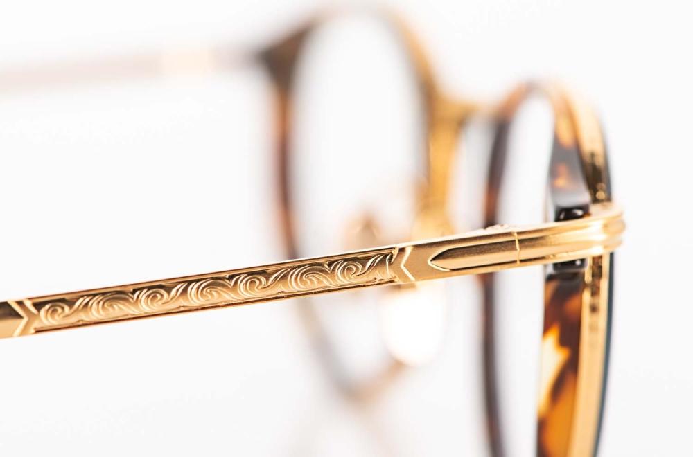 Masunaga – ziselierter goldener Titan Brillenbügel einer Panto Brille - KITSCHENBERG Brillen