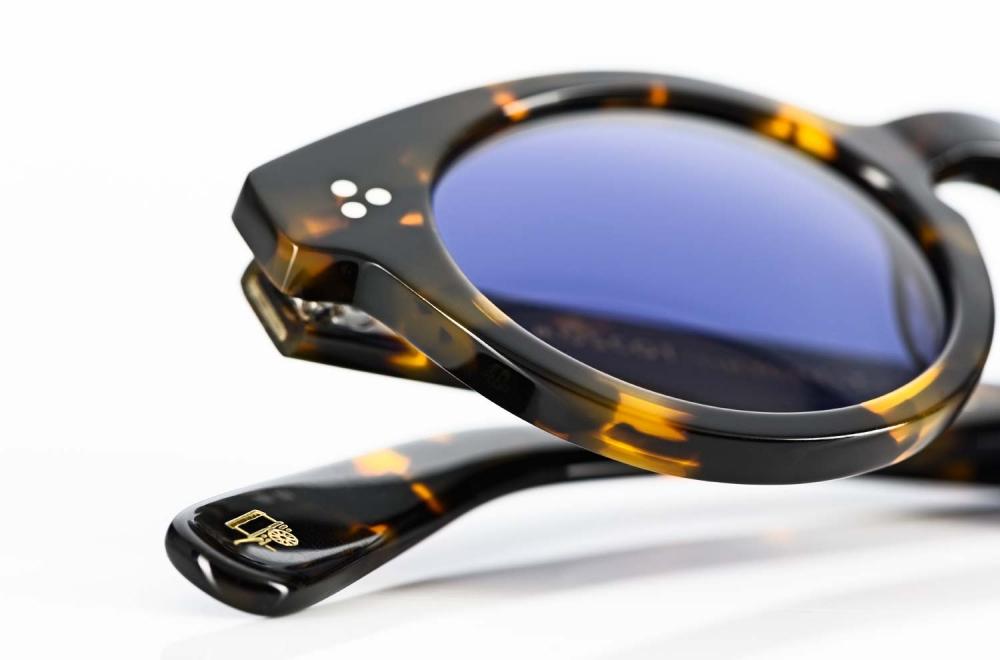 Moscot – klassische runde Sonnenbrille mit genieteten Gelenken in tortoisefarbigem Acetat und mit blauen Gläsern - KITSCHENBERG Brillen