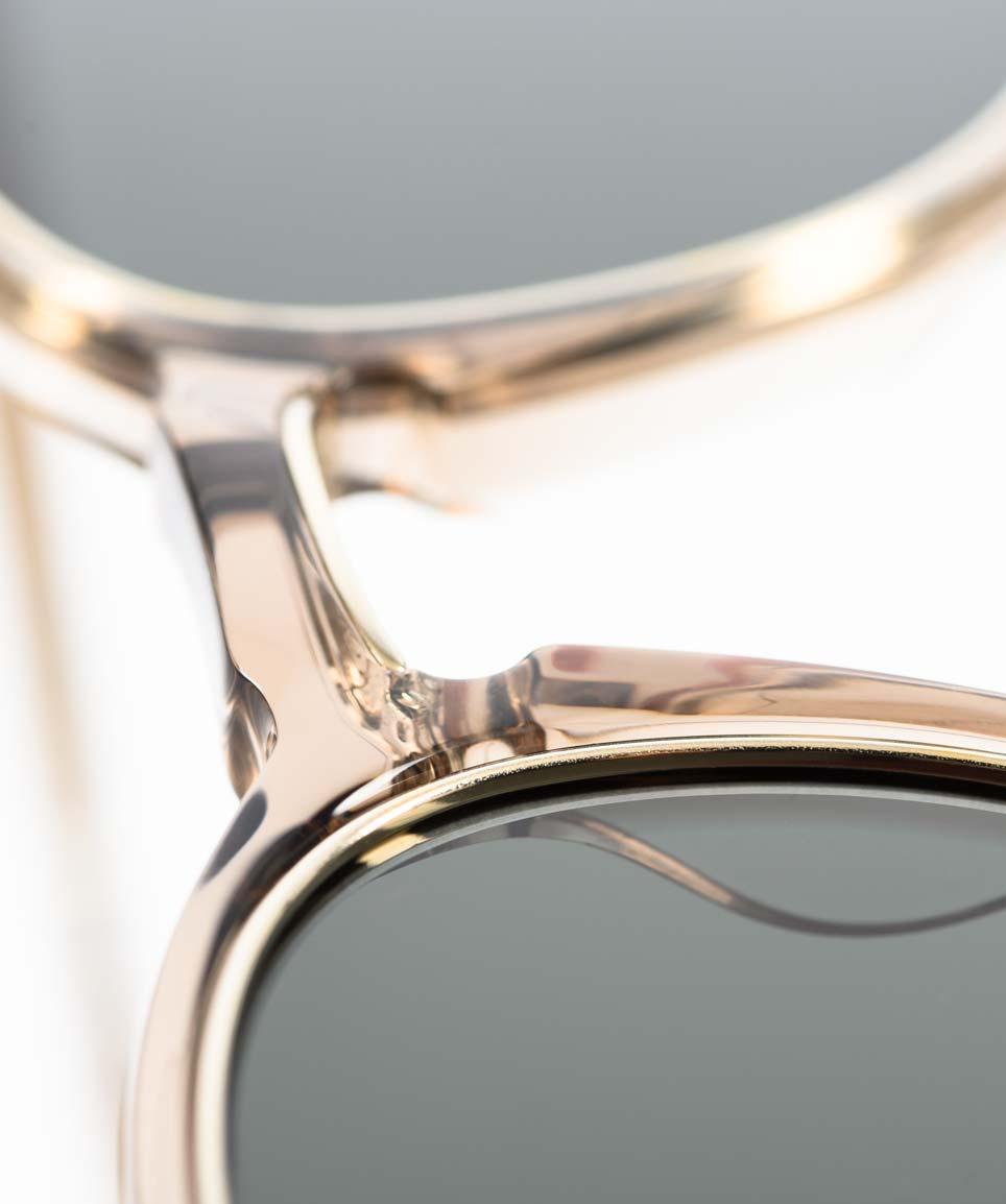 Mr. Leight –Sonnenbrille aus transparentem warmgrauen Acetat und einem goldenen Metallrahmen - KITSCHENBERG Brillen