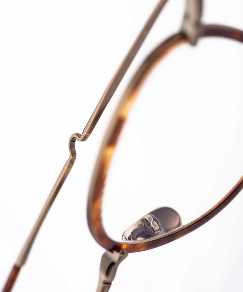 Mr. Leight – Brillenbügel mit Feder einer goldene Pantobrille handgemacht in Japan - KITSCHENBERG Brillen