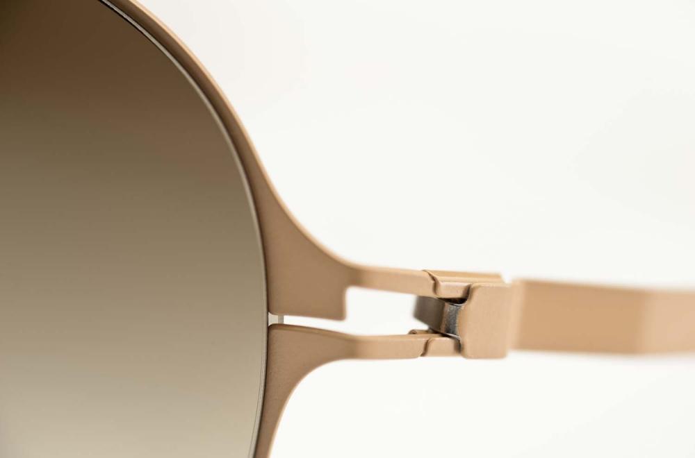 Mykita – Sonnenbrille - filigrane beigefarbige Edelstahl Brille mit braun verlaufenden Gläsern - KITSCHENBERG Brillen
