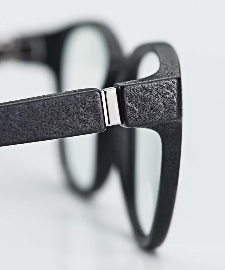 Mykita Mylon– Bügel und Gelenk einer matt schwarzen 3-D gedruckten Brille - KITSCHENBERG Brillen