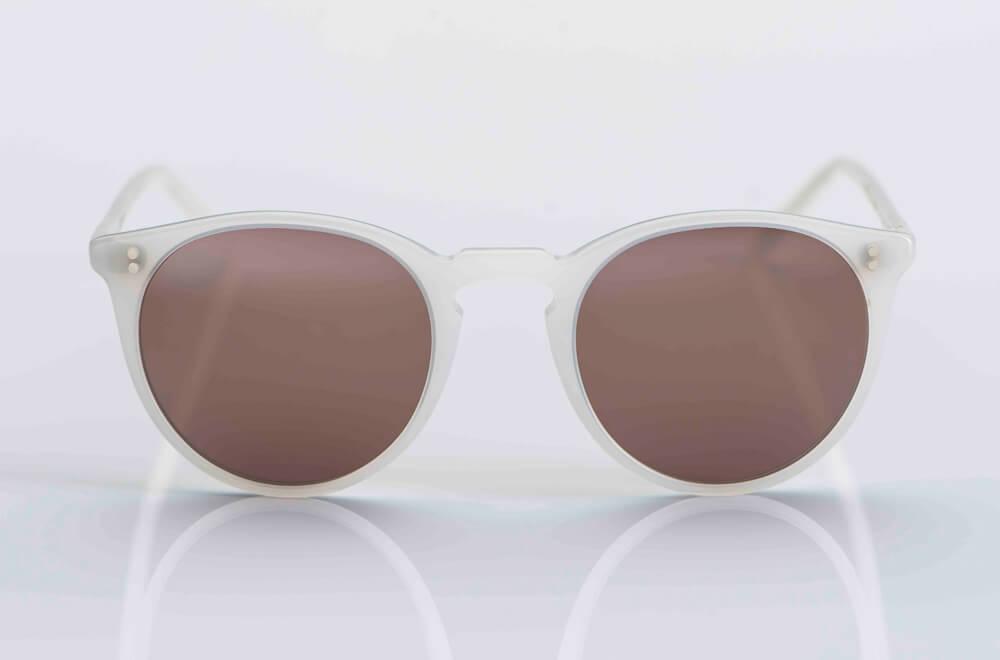 Oliver Peoples – Sonnenbrille – O´Malley – hell weiße Pantobrille aus Acetat mit braun grauen Gläsern - KITSCHENBERG Brillen
