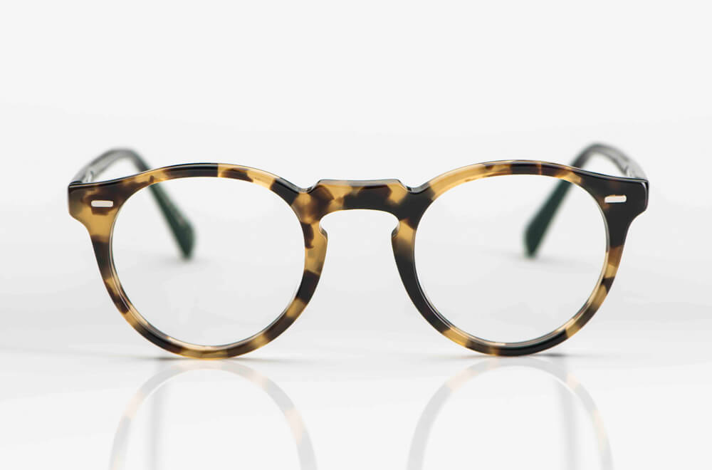 Oliver Peoples – Panto Brille aus tortoise farbigem Kunststoff mit Nasensteg aus schwarzem Metall - KITSCHENBERG Brillen