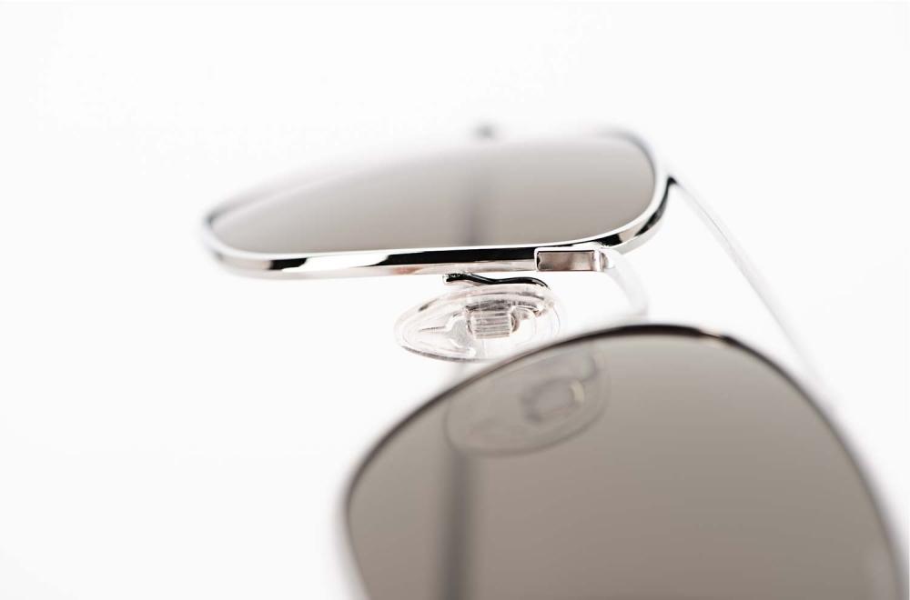 Randolph – Sonnenbrille – Aviator -Pilotenbrille aus den USA in glänzend silber mit grauen Gläsern - KITSCHENBERG Brillen
