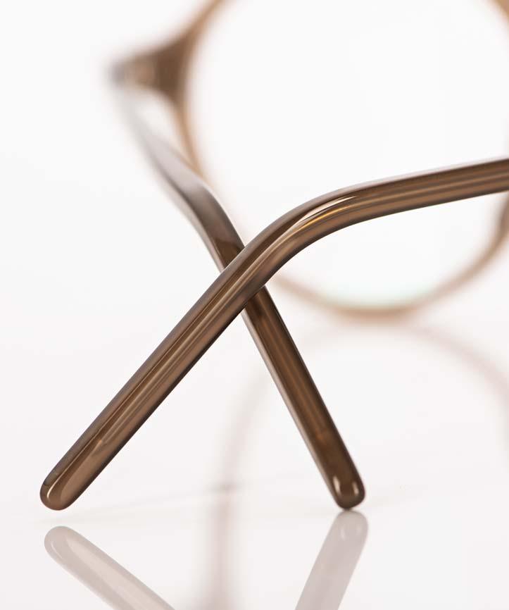 Reiz – filigrane Acetat Brillenbügel einer hellbraunen Brille - KITSCHENBERG Brillen
