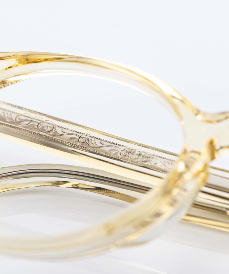 TVR – True Vintage Revival – Champagner farbige transparente Acetatbrille mit ziselierter Metalleinlage im Bügel handmade in Japan - KITSCHENBERG Brillen