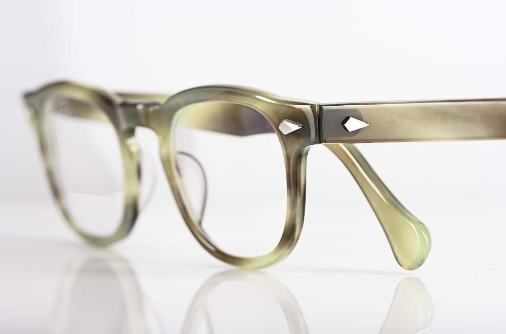 TVR – True Vintage Revival – Vintagebrille in heller Büffelhorn Farbe mit handgenieteten Scharnieren aus Japan - KITSCHENBERG Brillen