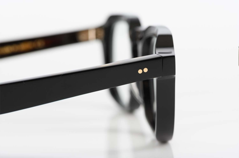 TVR – True Vintage Revival – dicke schwarze Acetatbrille handgefertigt in Japan mit siebenlagigem Scharnier - KITSCHENBERG Brillen