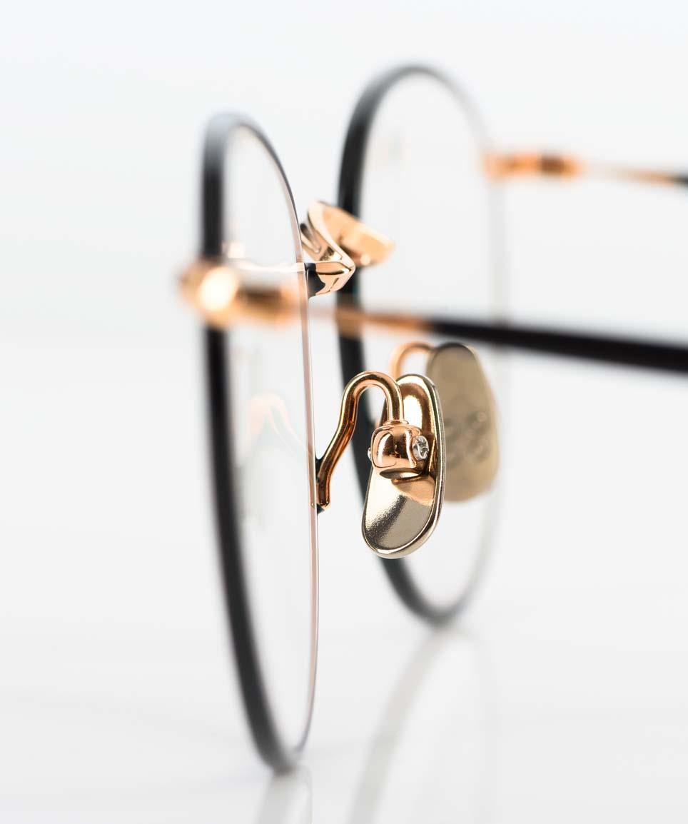 Yellows Plus – runde Titanbrille aus Japan in rosegold mit schwarz - KITSCHENBERG Brillen