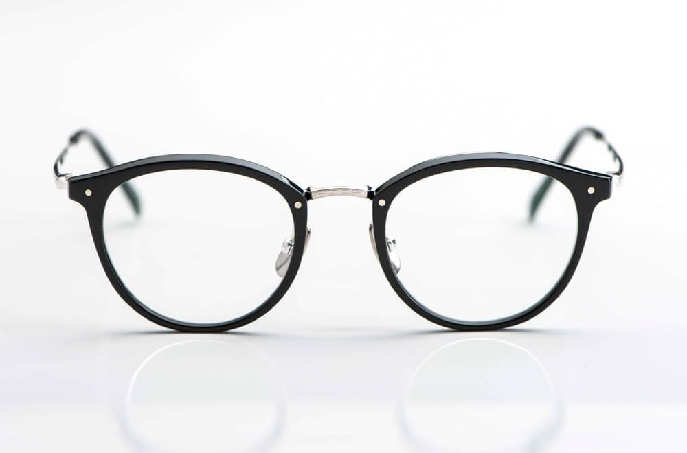 Yellows Plus – runde Acetat Panto Brille in schwarz mit silbernem Steg und Bügeln aus Metall  - KITSCHENBERG Brillen