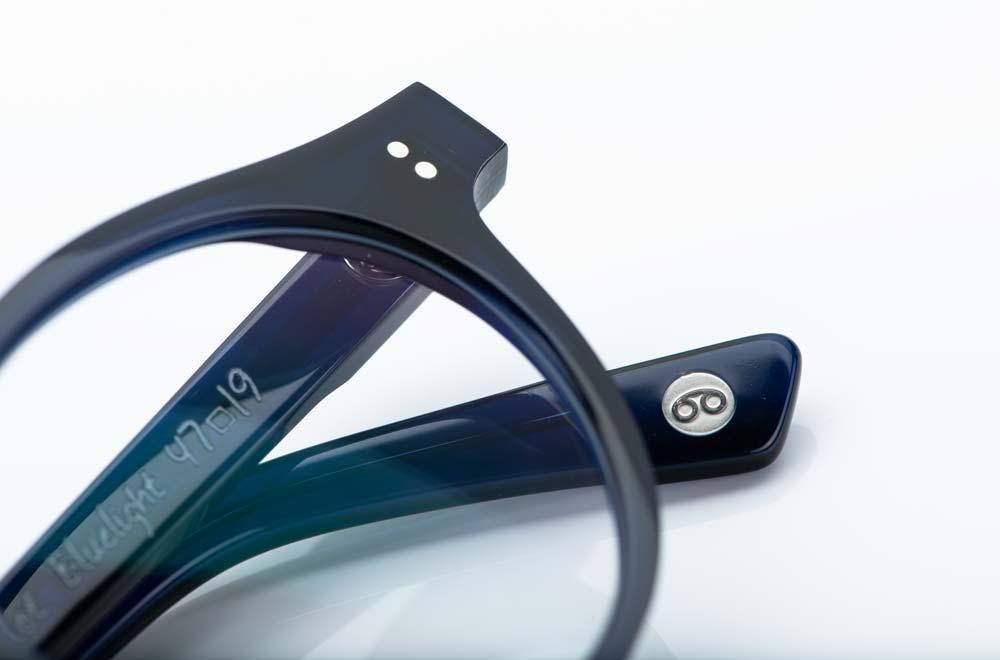 Ahlem – handgemachte Brille aus Acetat in dunkelblau mit Nietgelenken - KITSCHENBERG Brillen