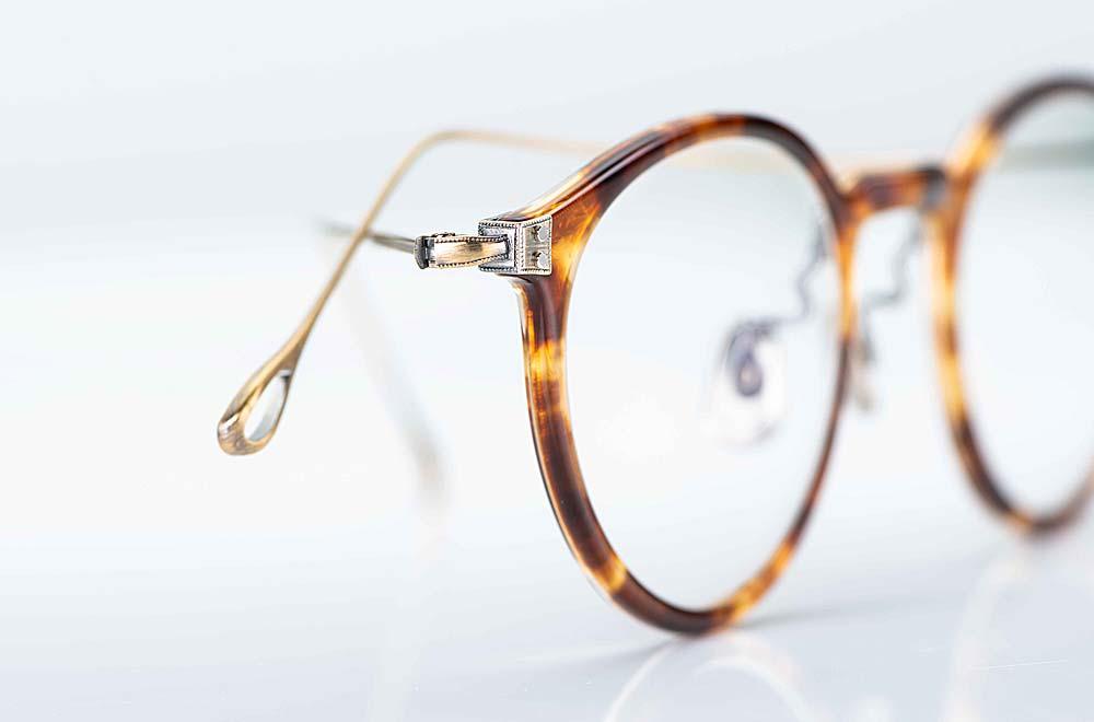 Eyevan – filigrane runde Kunststoff Brille in Schildpattoptik und dünnen matt goldenen Metallbügeln - KITSCHENBERG Brillen