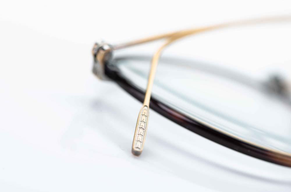 Eyevan – filigranes Bügelende mit leichter Ziselierung - KITSCHENBERG Brillen