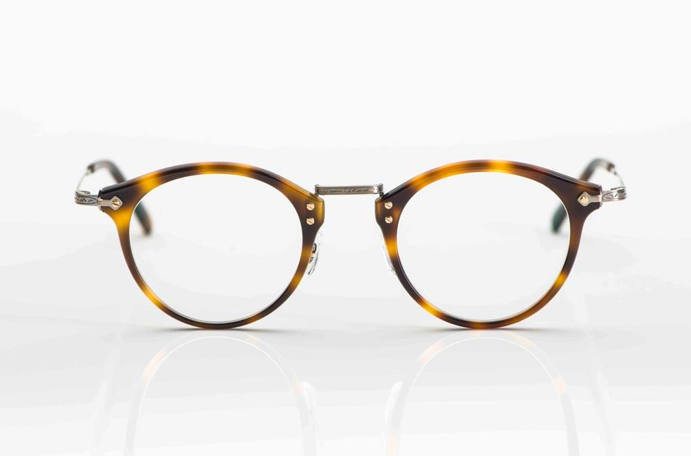 Masunaga – runde Kunststoffbrille in braun gefleckter Farbe mit matt goldenen Titanbügeln - KITSCHENBERG Brillen