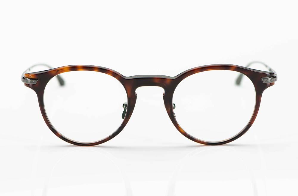 Masunaga – Acetat Panto Brille in dunkelbraun havanna mit Titan Stegen und ziselierten Titan Bügeln in anthrazit - KITSCHENBERG Brillen