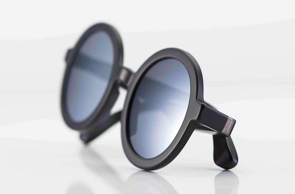 Mykita – Sonnenbrille - runde, dickrandige Acetat Brille mit matt grauen Gläsern - KITSCHENBERG Brillen