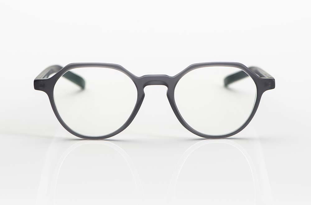Oscar Magnuson – Panto Brille mit oben leicht eckigem Verlauf aus matt grauem Acetat - KITSCHENBERG Brillen