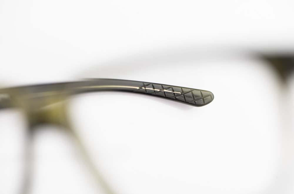 Reiz – grünes Acetat Bügelende mit leichter Riffelung - KITSCHENBERG Brillen