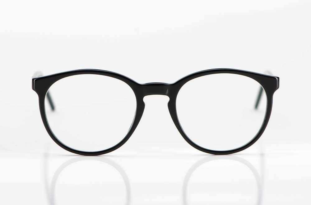 Reiz – großer schlichter runder Kunststoff Rahmen in tiefem schwarz - KITSCHENBERG Brillen