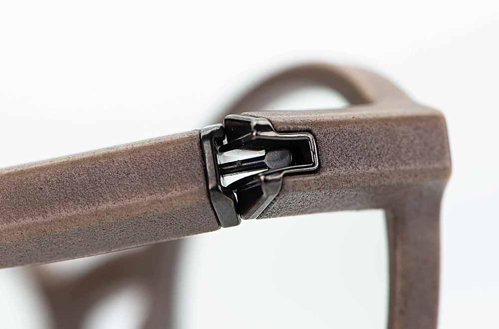 Voyou – anthrazit farbiges Kugelgelenk an einer grauen 3-D gedruckten runden Brille - KITSCHENBERG Brillen