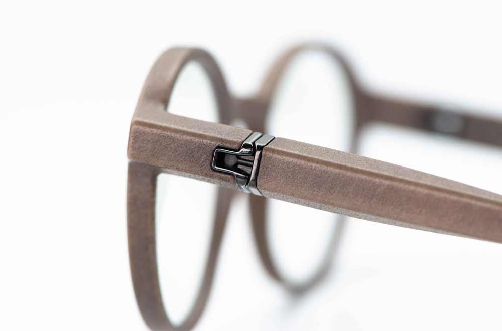 Voyou – graue 3D-gedruckte runde Brille mit Kugelgelenk am Bügel, gefertigt in München - KITSCHENBERG Brillen