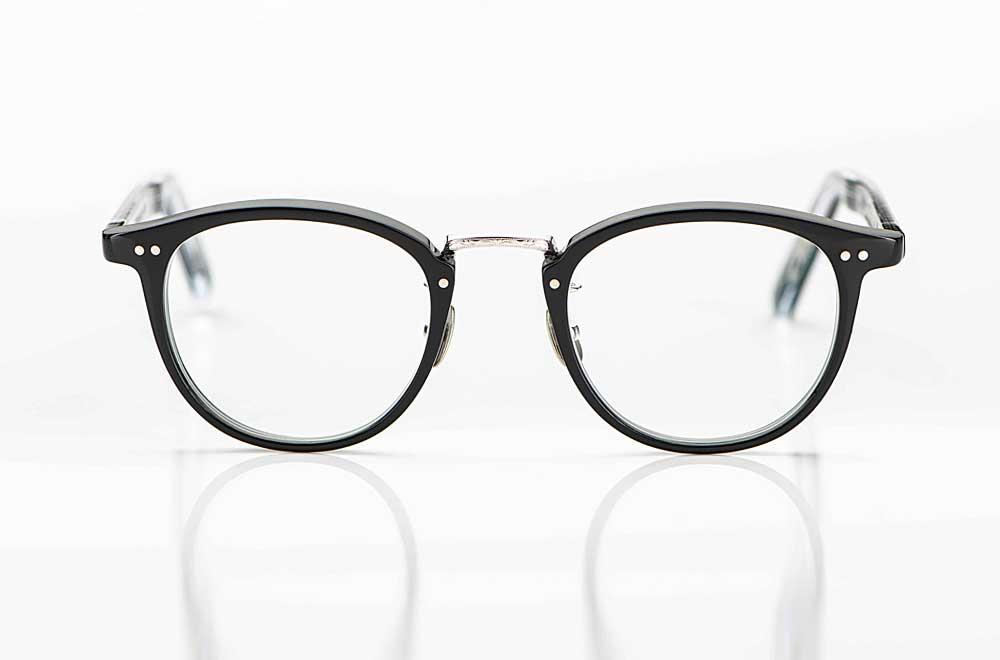Yellows Plus – japanische Kunststoff Panto Brille in schwarz mit Nieten und silbernem Metall Steg - KITSCHENBERG Brillen